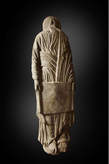 """""""Estatua-columna masculina con cartela"""" (Maestro Mateo, h. 1188 1200) © Madrid, Museo Nacional Del Prado. Disponible en: http://www.museodelprado.es"""