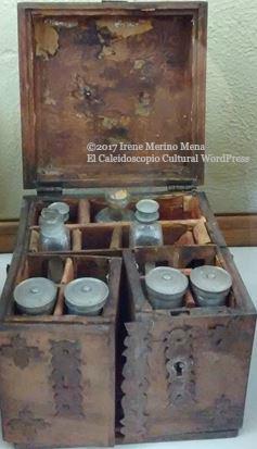 detalle-de-desprendimientos-oxidacion-de-elementos-metalicos-y-otros-deterioros-en-botiquines-de-madera